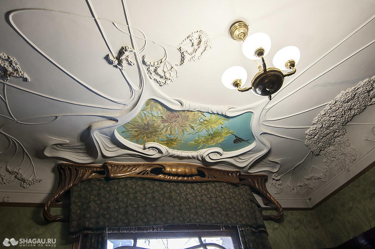 Потолок в библиотеке