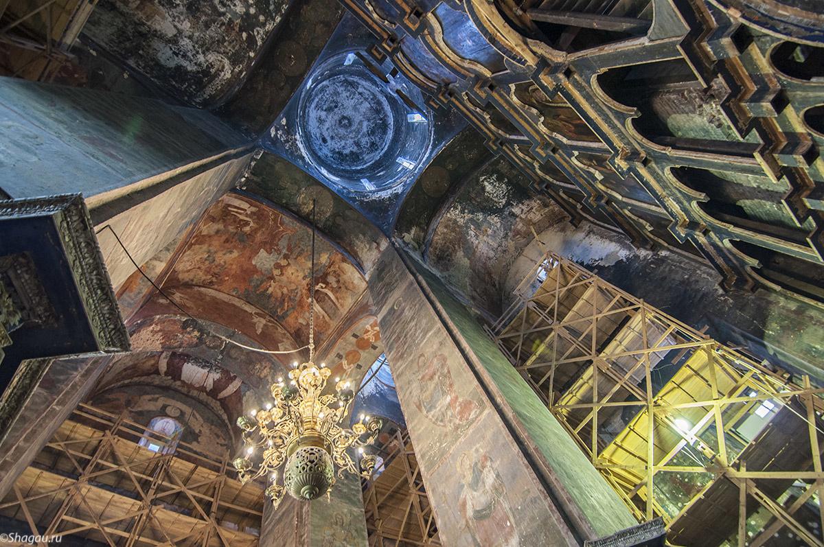 Внутри Успенского собора