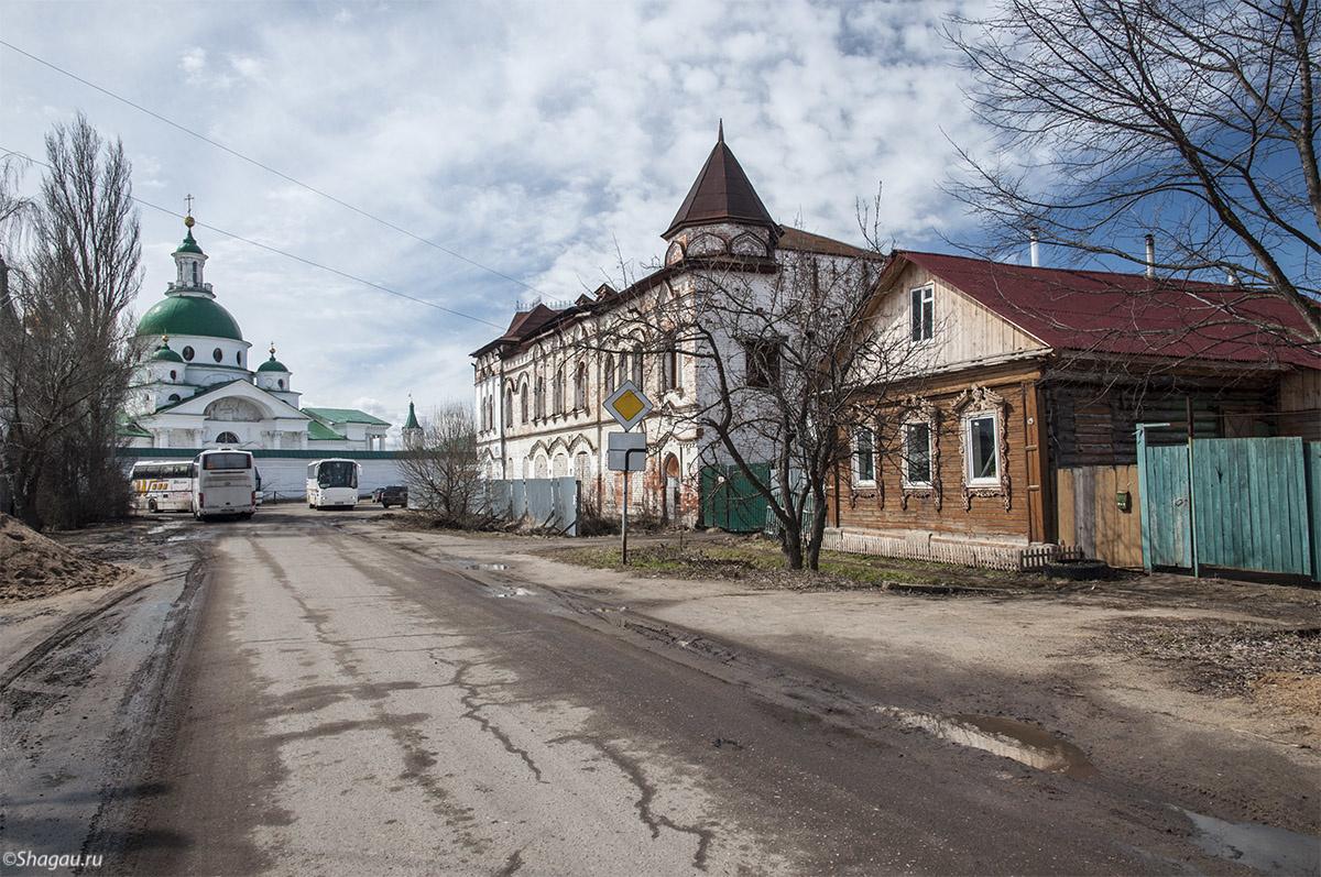 На пути к Спасо-Яковлевскому монастырю