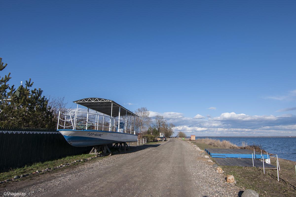 На берегу озера Неро
