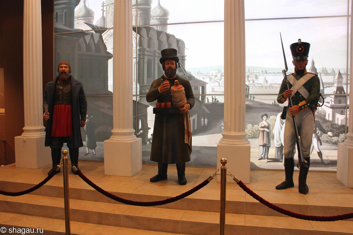 Бородинская панорама. В холле музея.