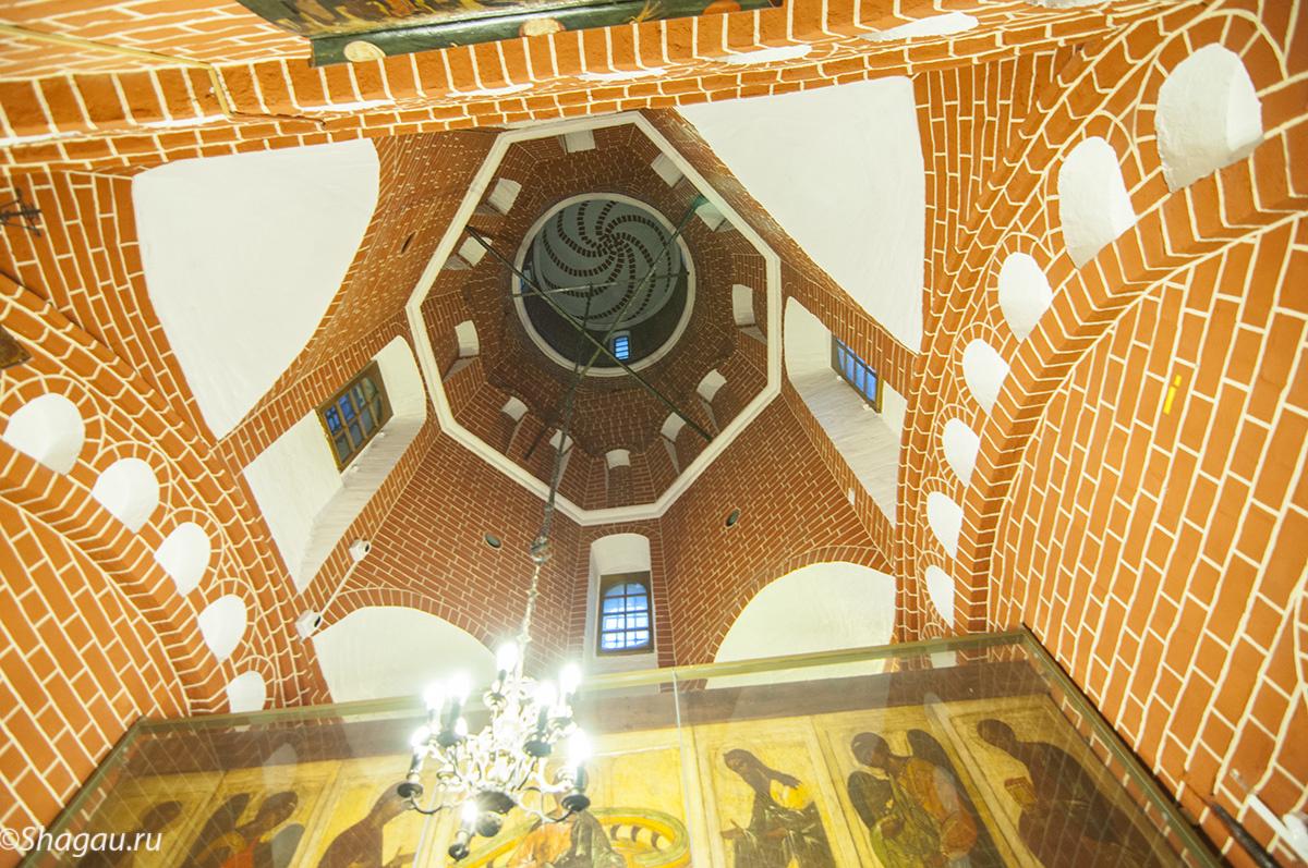 В церкви Александра Свирского