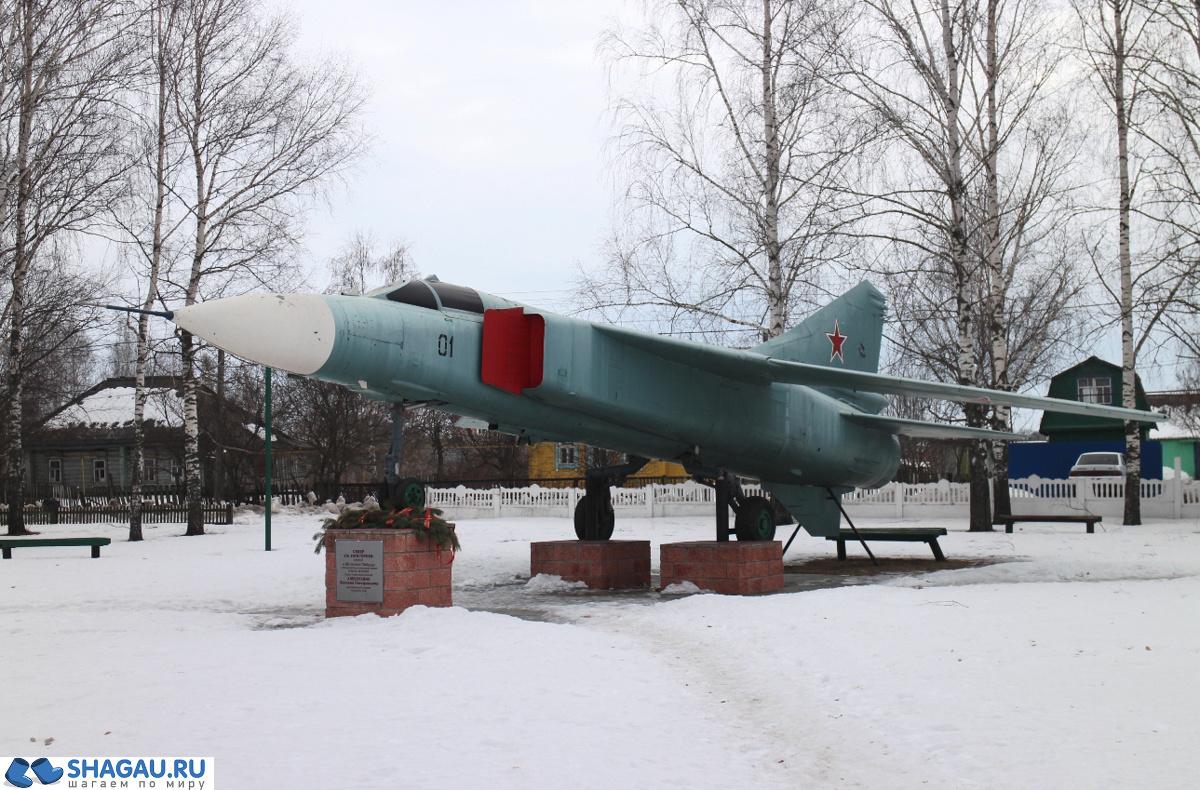 самолет, символизирующий подвиг уроженца Путятинского района Василия Тимофеевича Алексухина
