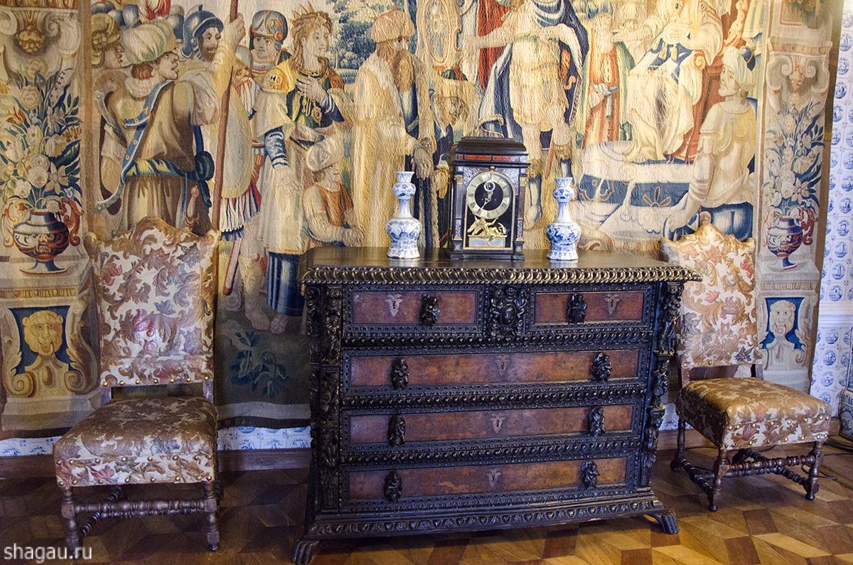 Мебель во дворце Меньшикова