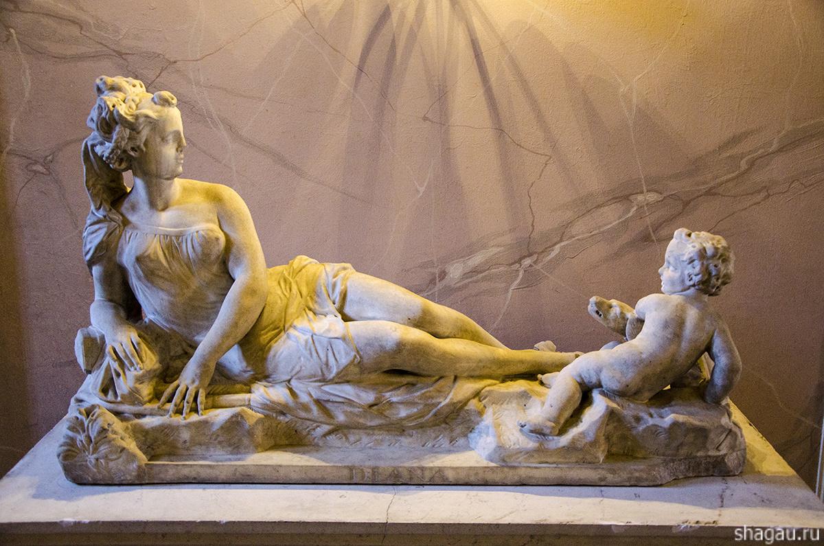 Скульптуры во дворце Меньшикова
