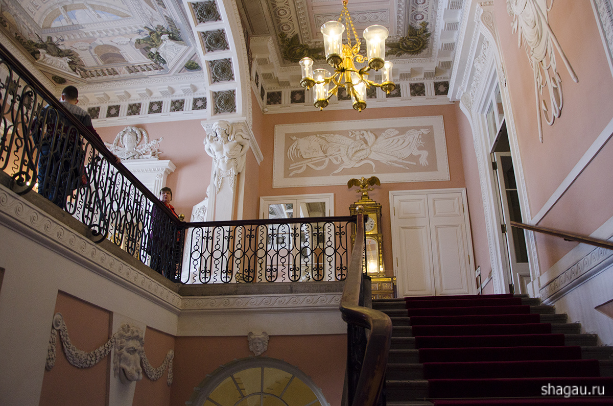 Парадная лестница и парадный вестибюль Павловска