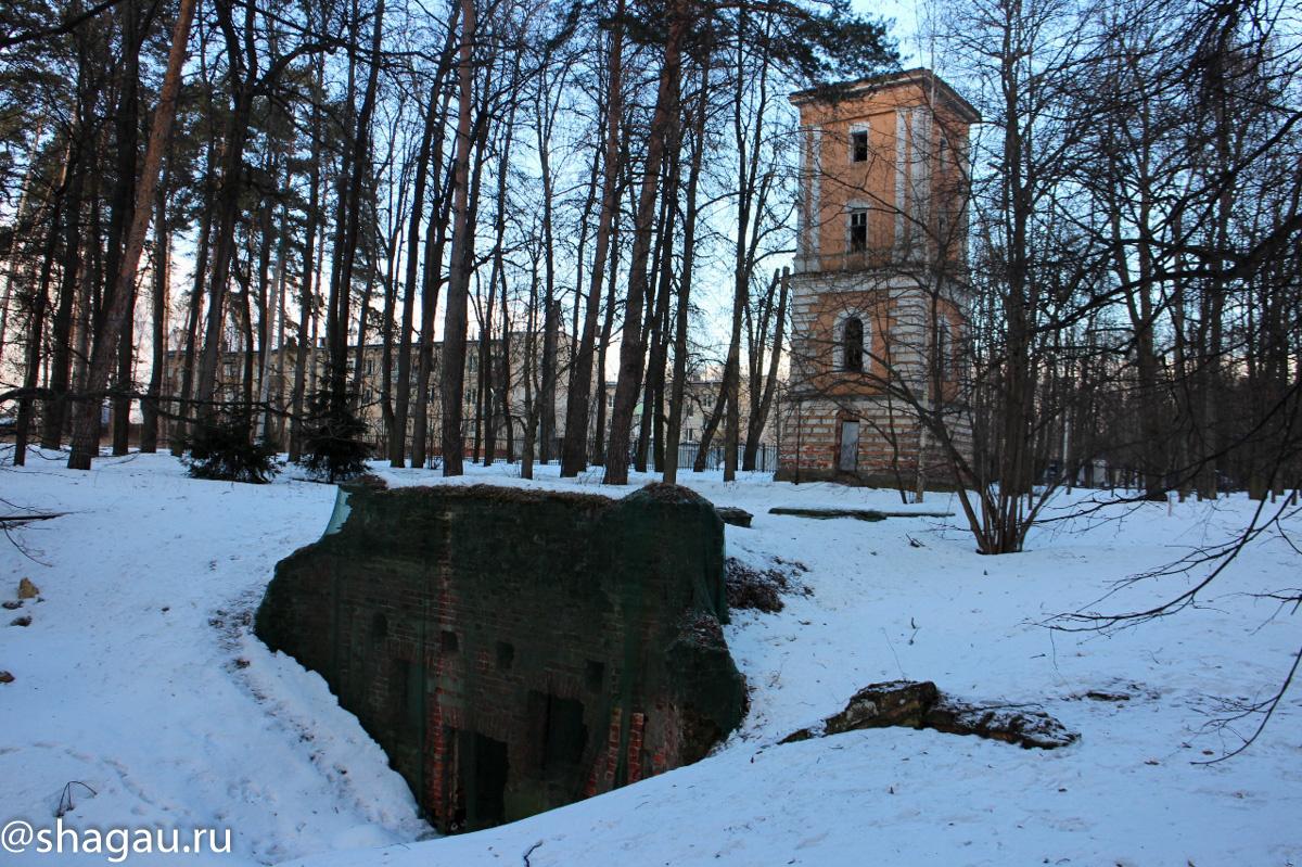 Усадьба Валуево. Грот и башня