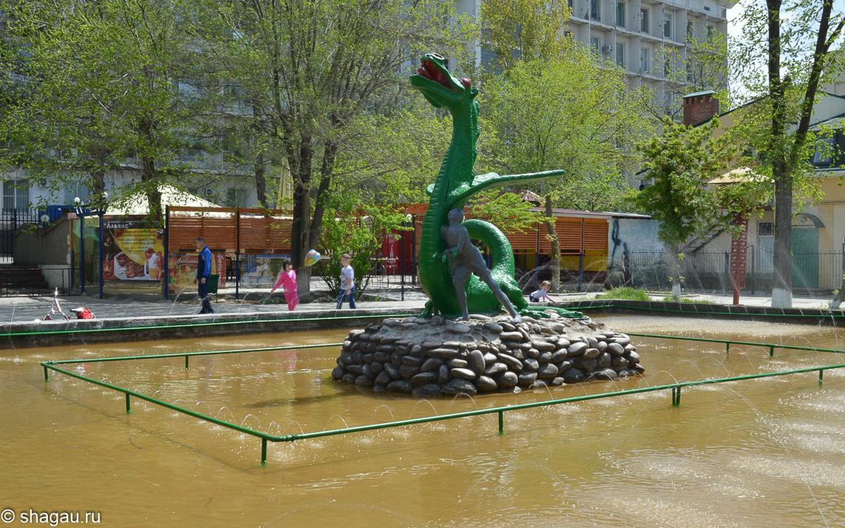 Элиста. Скульптура Мальчик и дракон