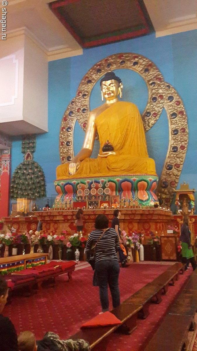 "статуя ""Будда Шакьямуни"""
