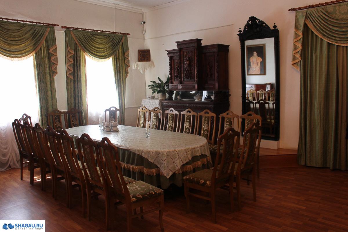 Провинциальная гостинная
