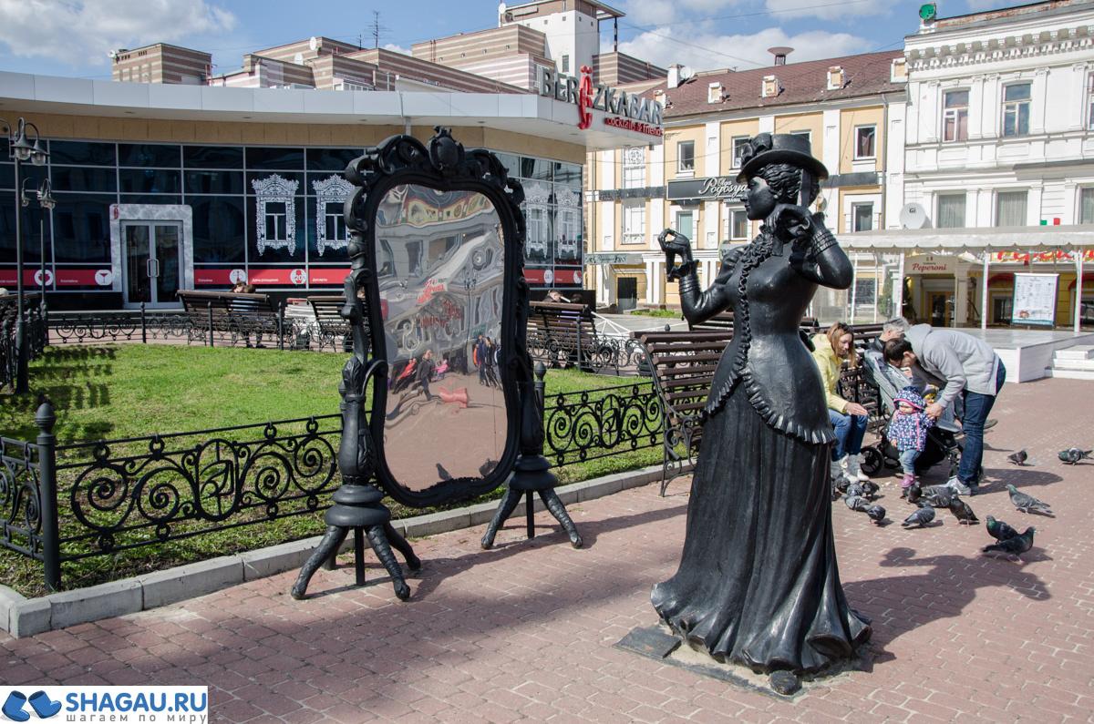 Скульптуры на Большой Покровской