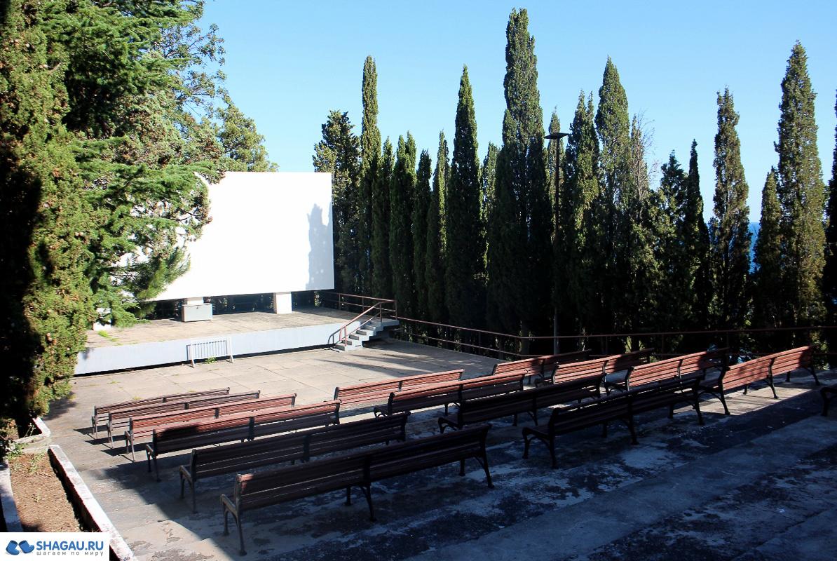 Летний кинотеатр