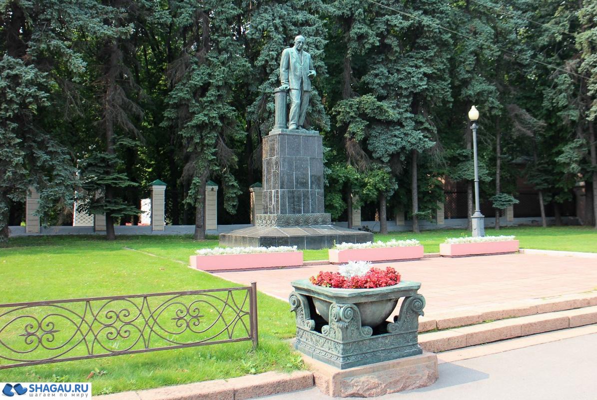 памятник почвоведу В.Р. Вильямсу