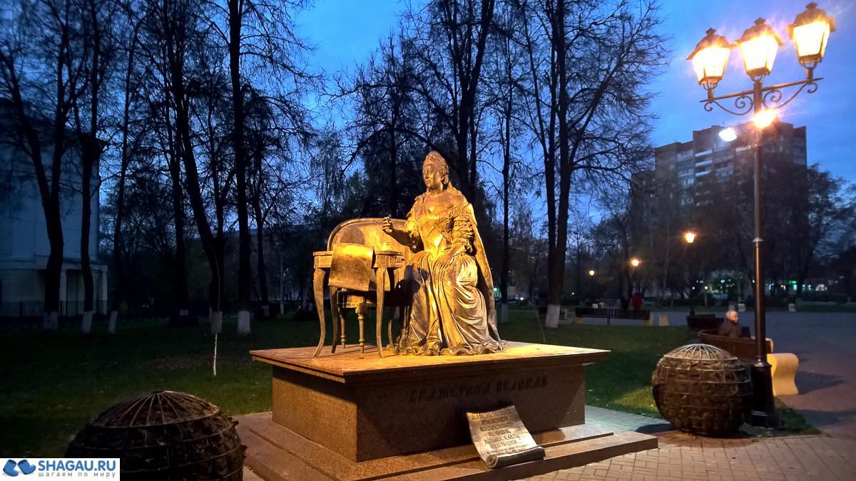 памятнику Екатерине Великой