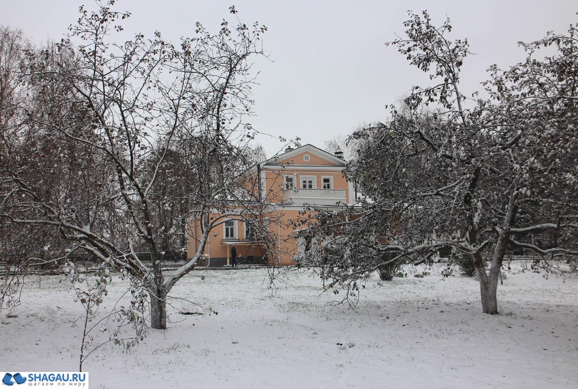 Территория вокруг барского дома