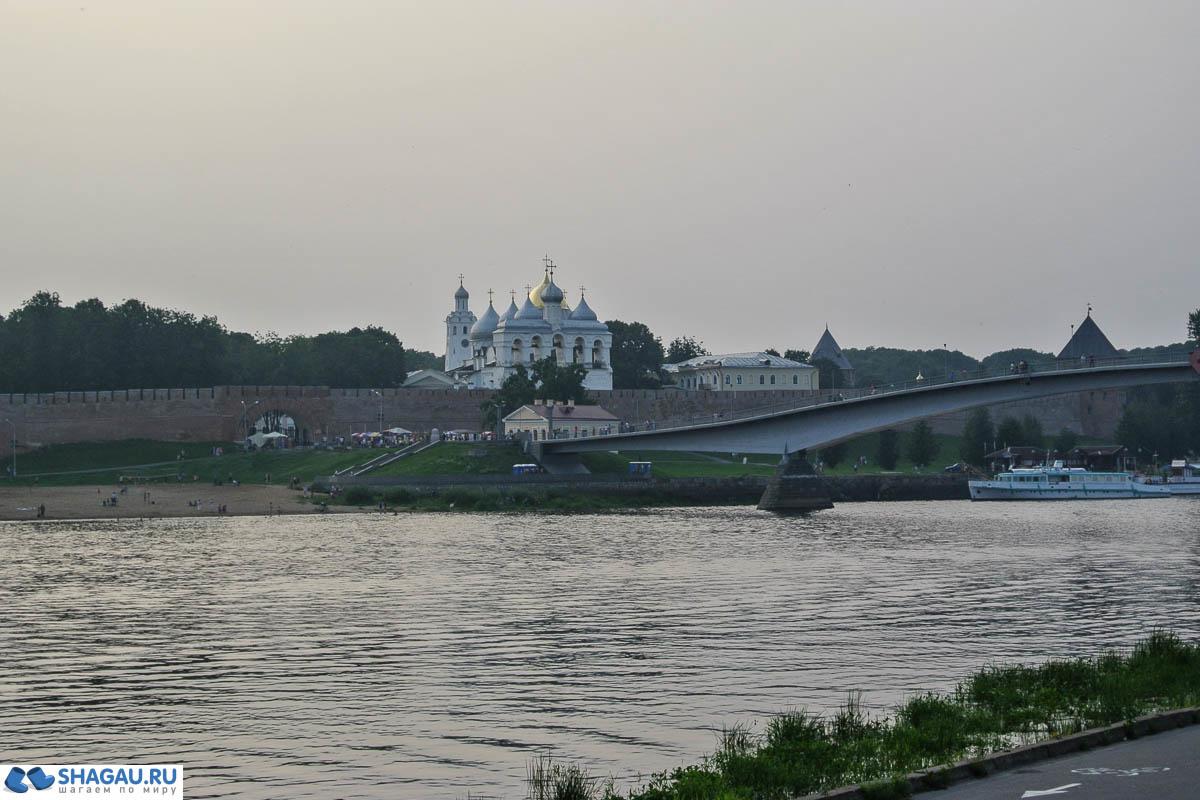 вид на Софийскую набережную со стороны Ярославова Дворища