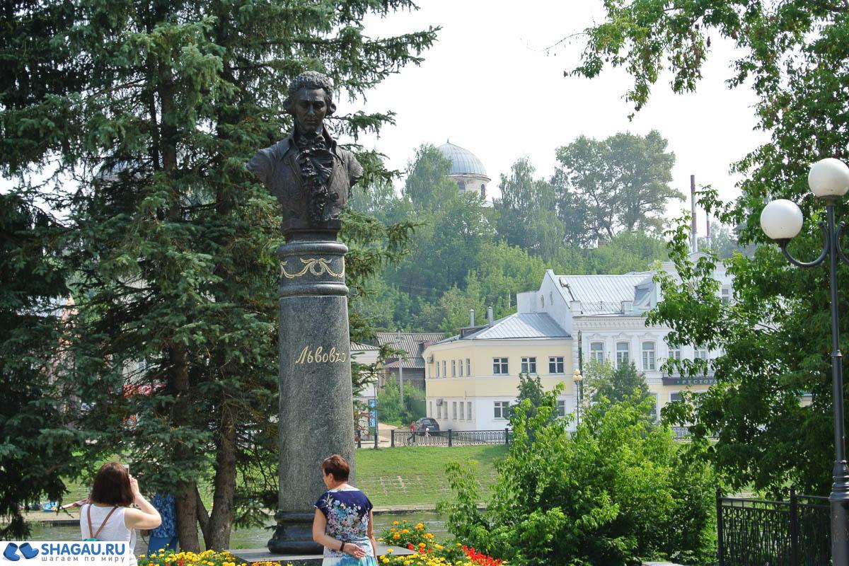 Памятник архитектору Н.А. Львову.
