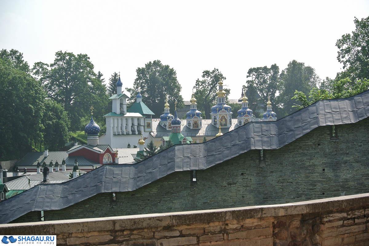 вид на монастырь со смотровой площадки