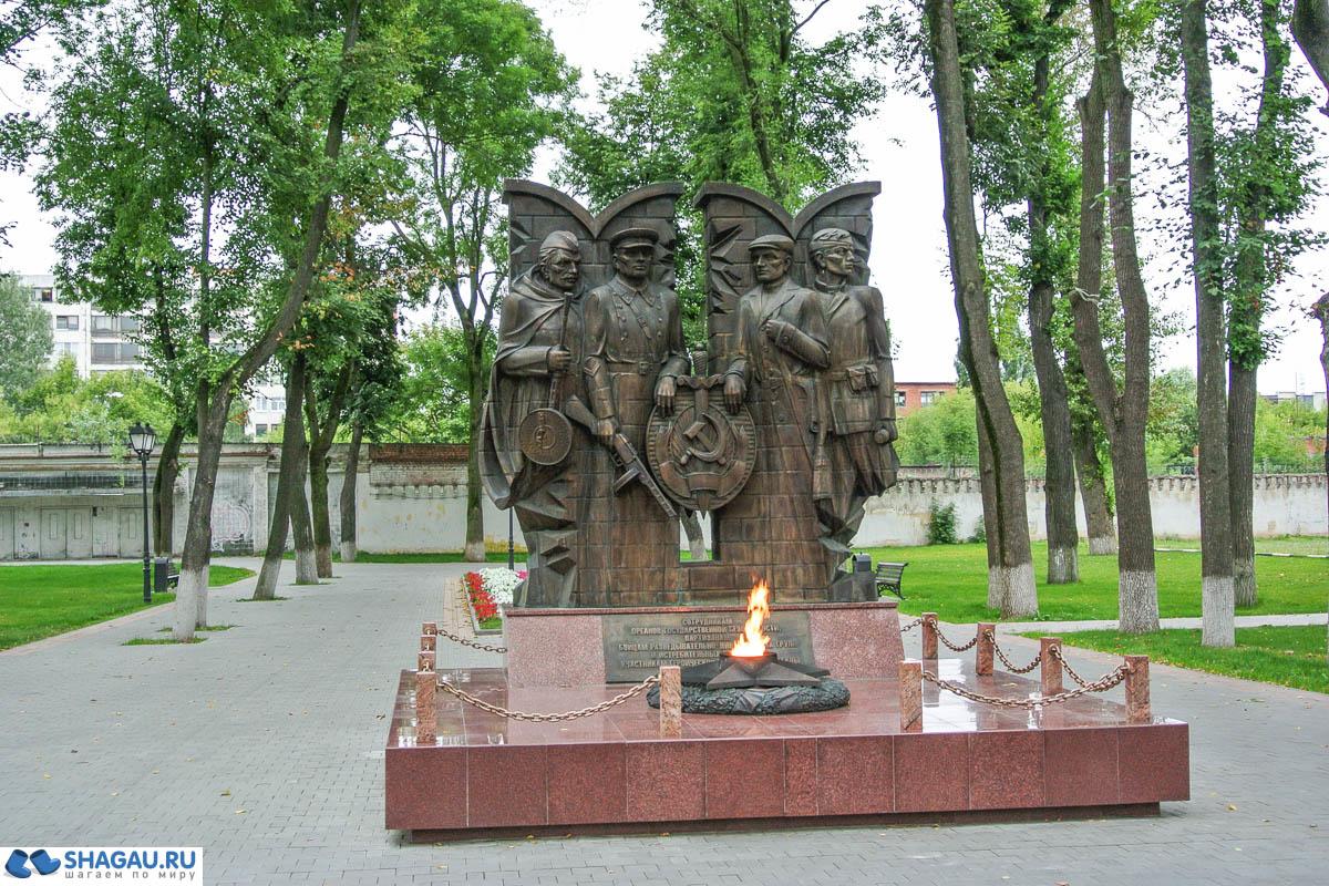 Вечный огонь и памятник погибшим сотрудникам госбезопасности в Кремлёвском саду
