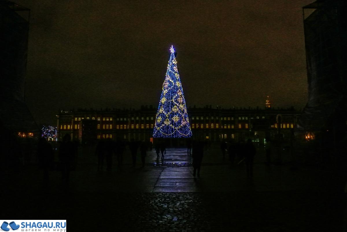 Новогодняя Дворцовая площадь вечером