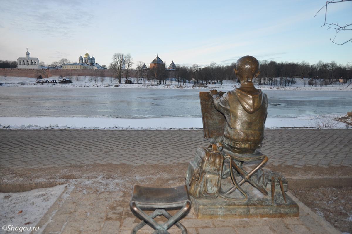 На набережной Великого Новгорода