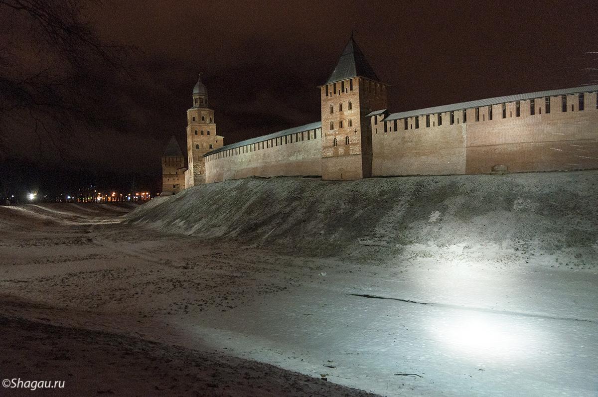 Новгородский кремль вечером