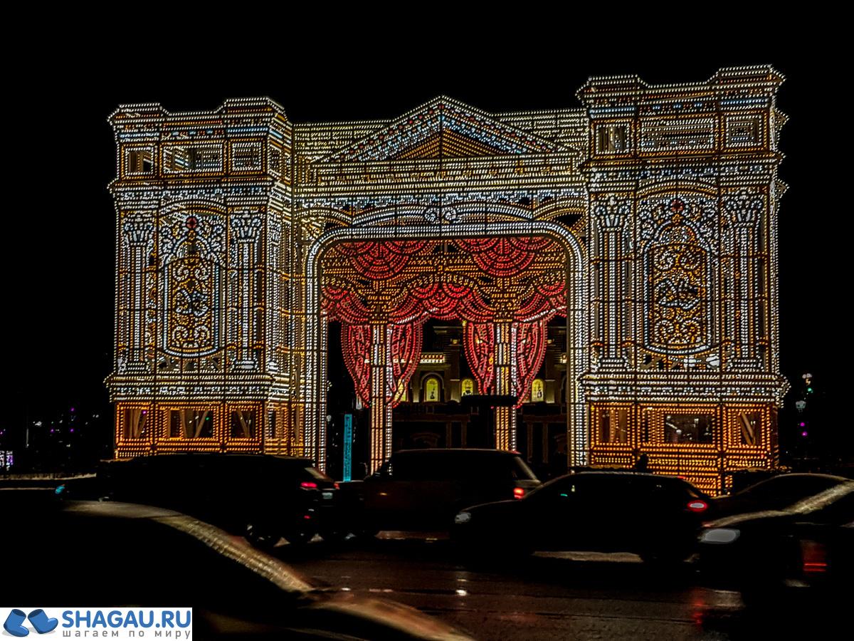 Светящаяся арка на Тверской