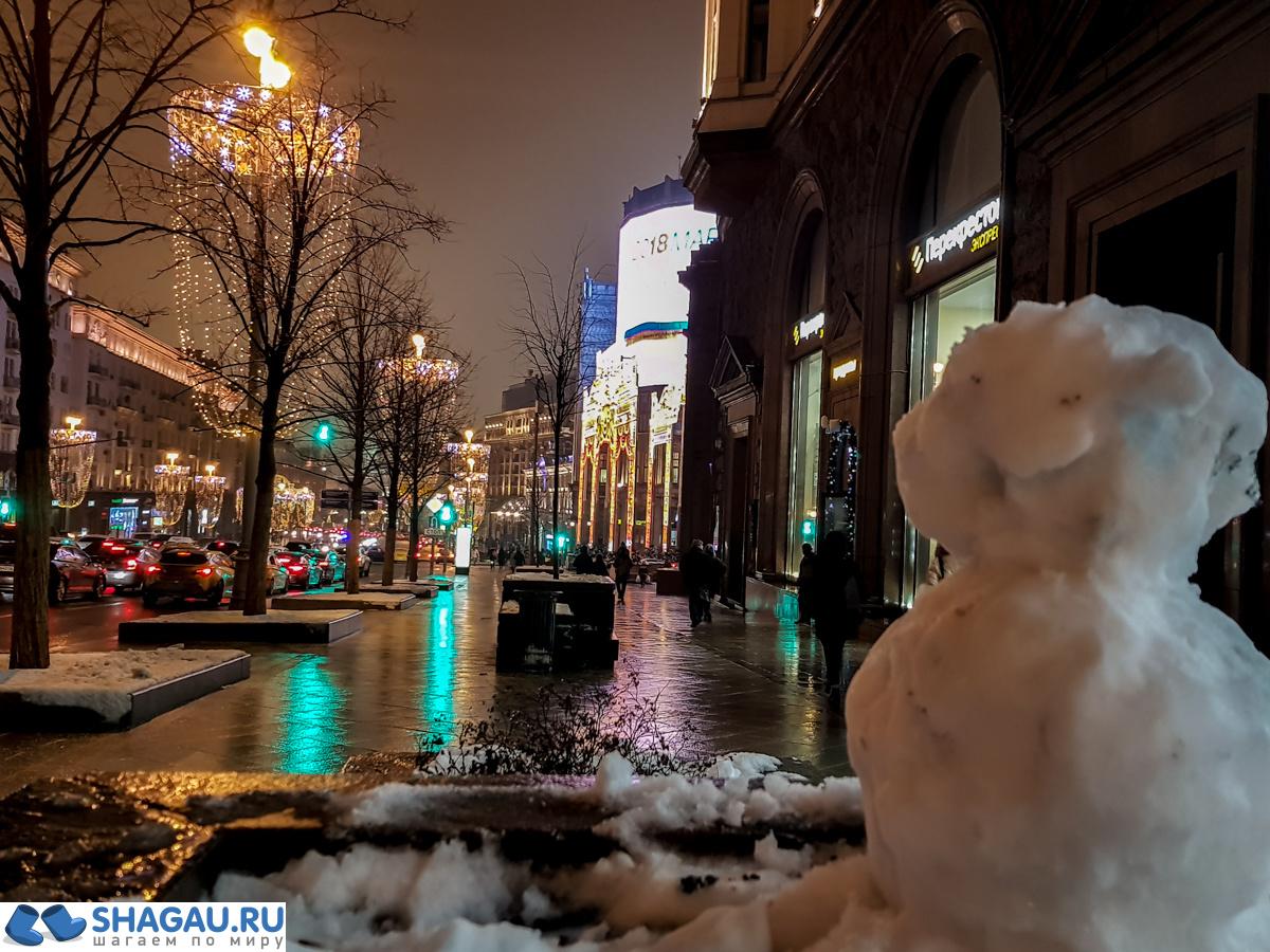 Милый снеговик на Тверской