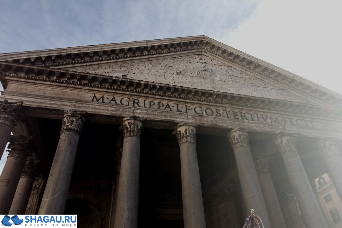 Портик перед главным вход в Пантеон